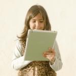 イラストを描く女の子